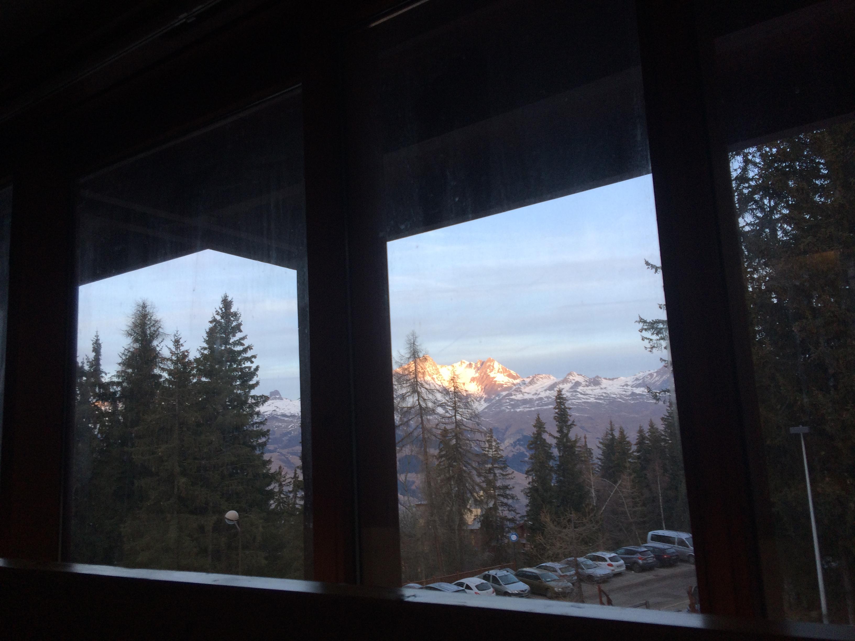 Vue de la chambre parentale ( depuis le lit, vers les montagnes)